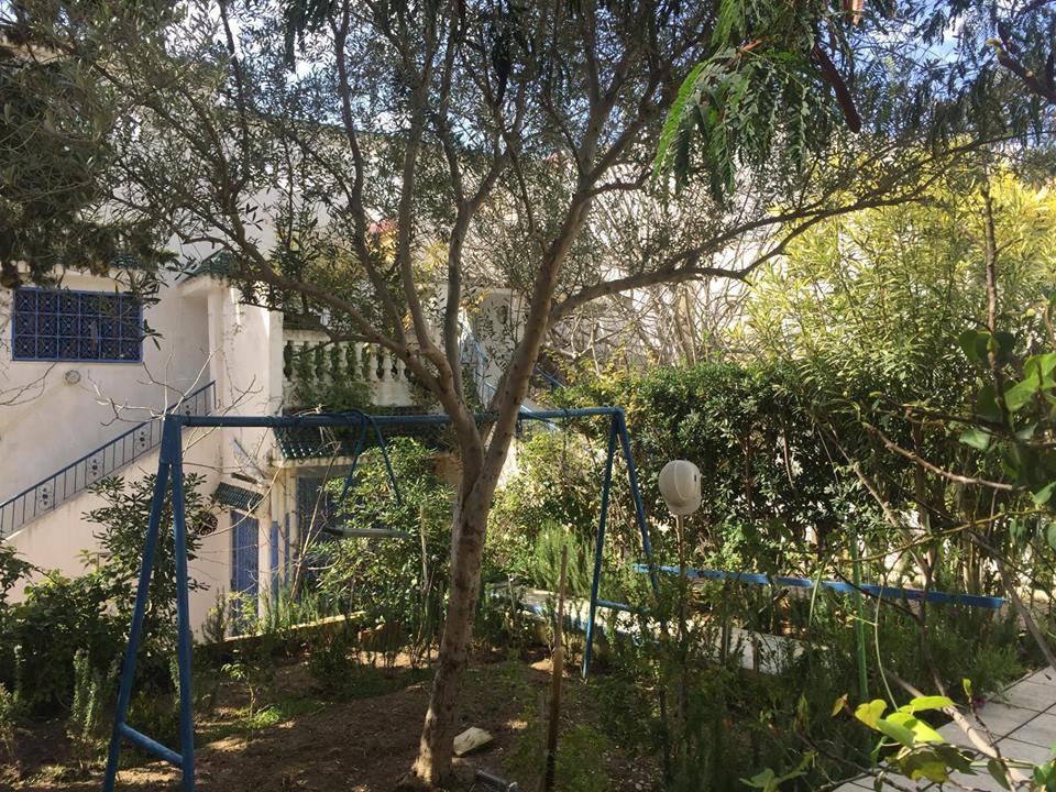 A vendre une villa 400 m² sur un terrain de 720 m² a Gammarth.
