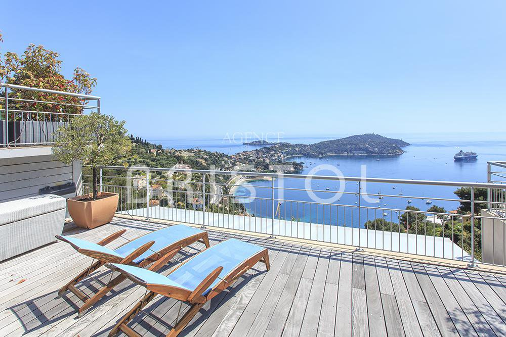 Property located in VIllfranche sur mer with panoramic sea view