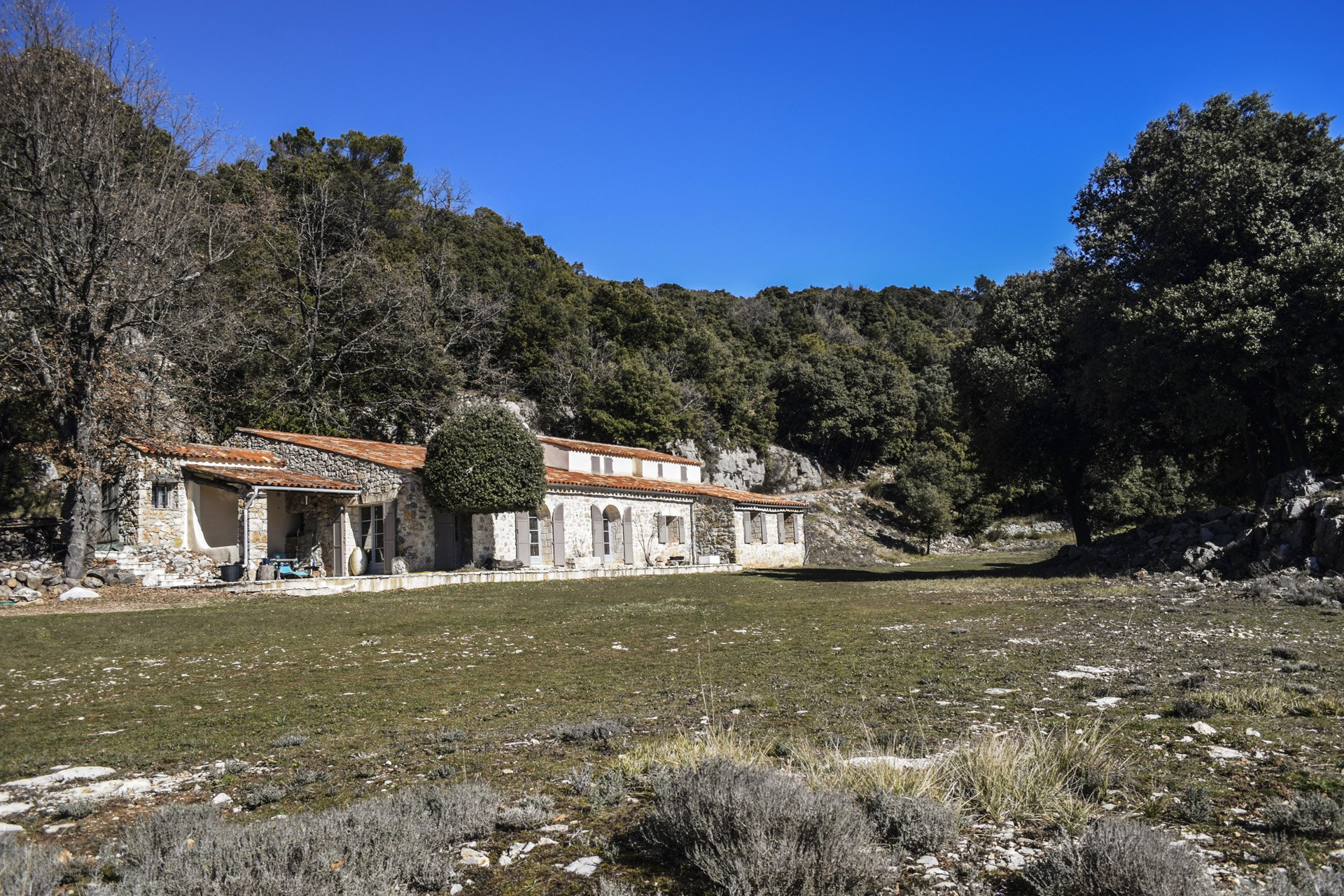 Superb fully autonomous barn with panoramic view sea