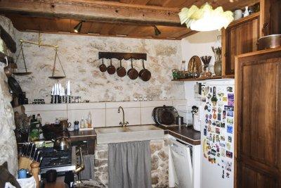 Cuisine de la Bergerie en pierre autonome bargemon Var Provence