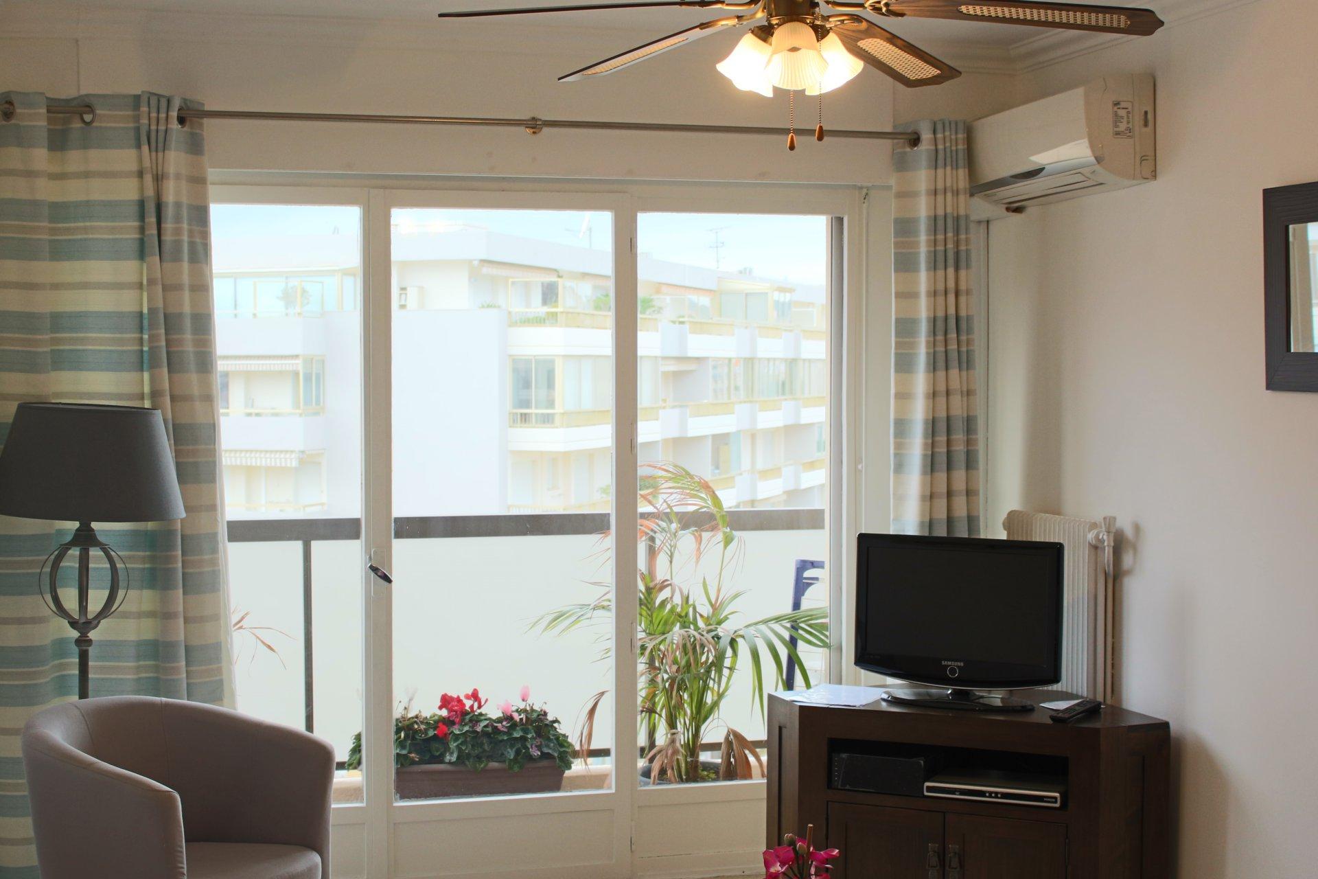 Ventilatore a soffitto, luce naturale