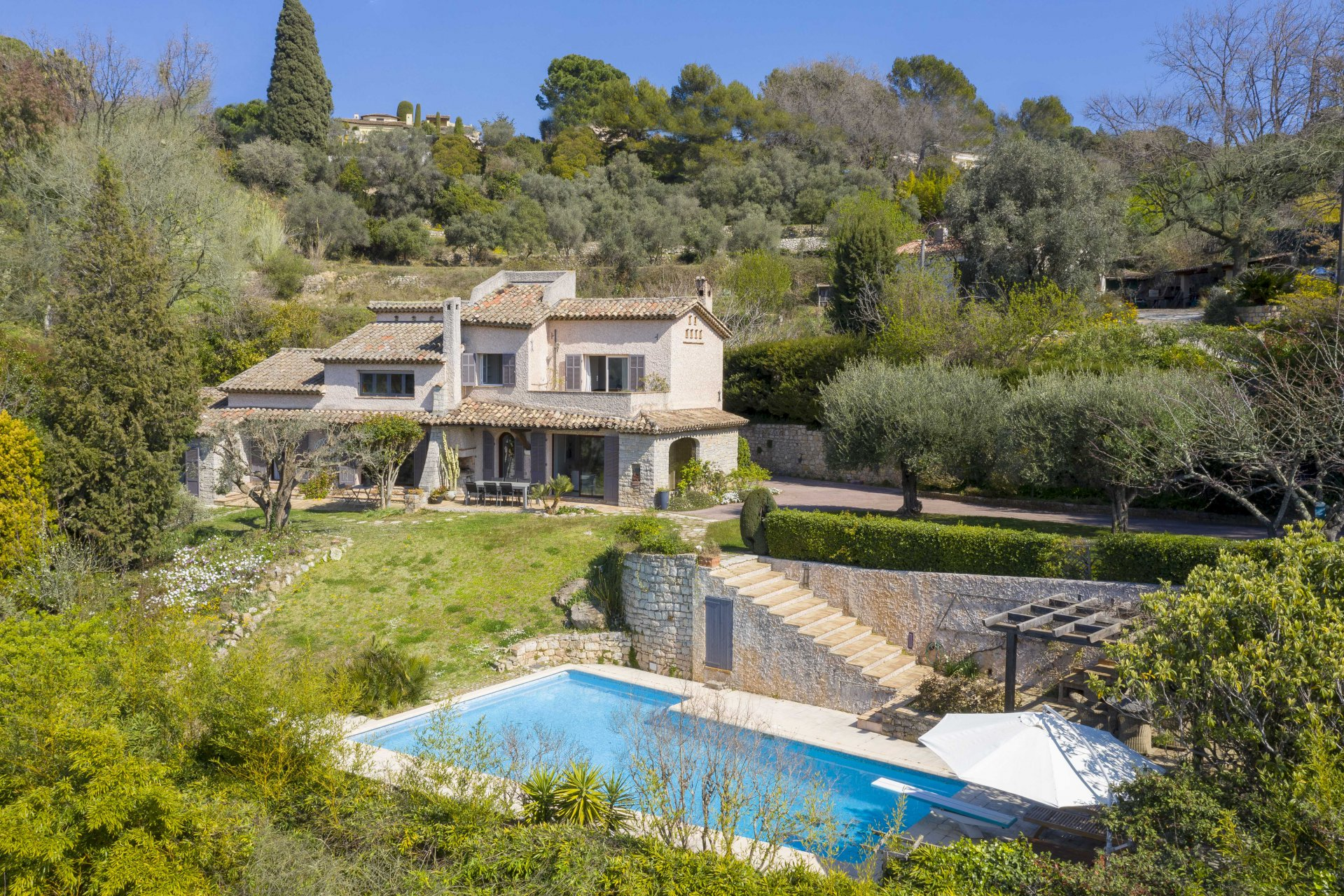 MOUGINS - BEAUTIFUL PROVENCAL VILLA