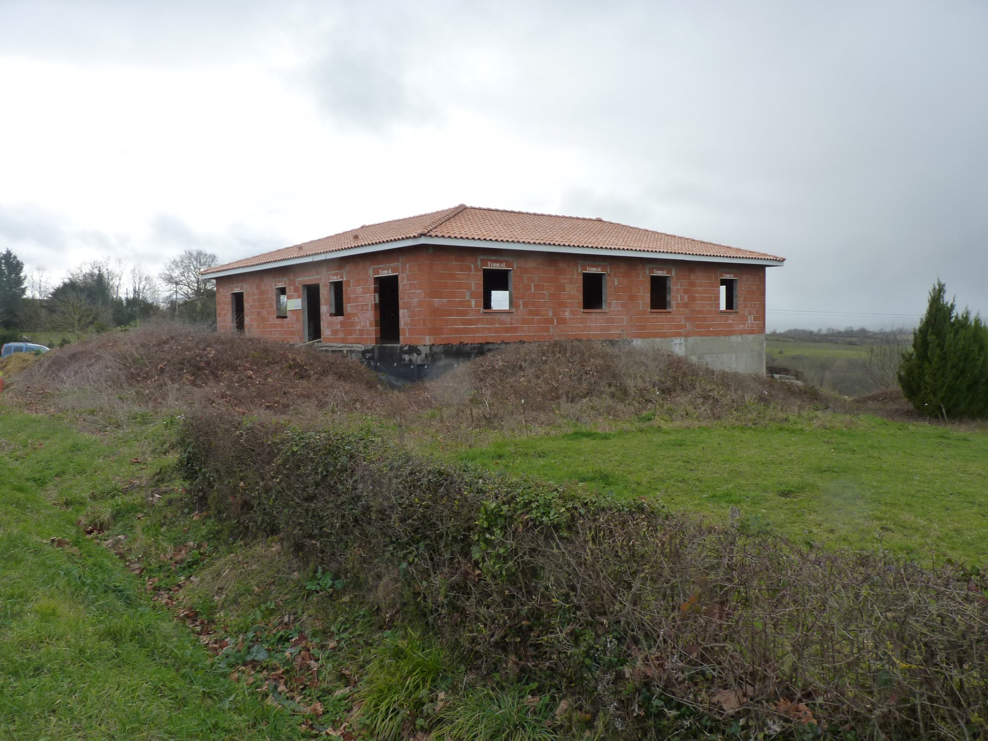 Large house of 235 sqm to finish at Castera Vignoles