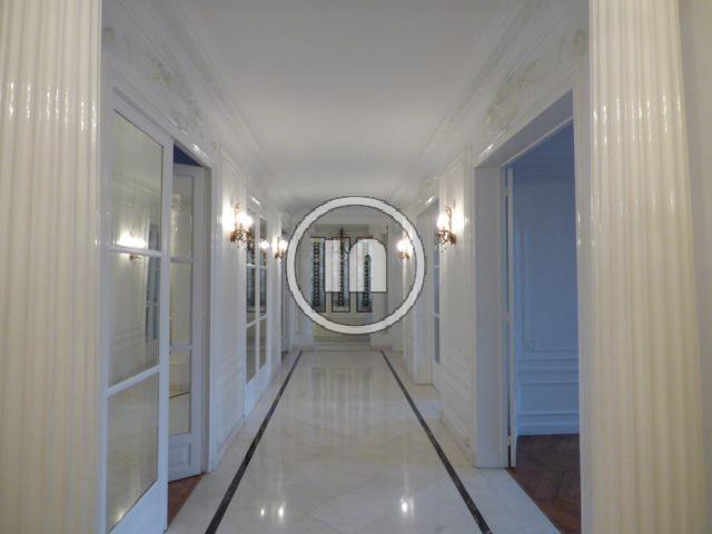 Appartement 7 pièces de 222 m2, 4 chambres, 1 parking