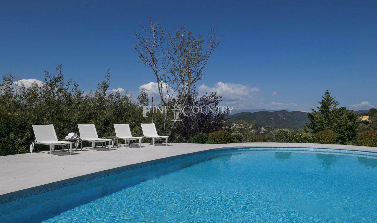 Villa for Sale near Mandelieu-la-Napoule