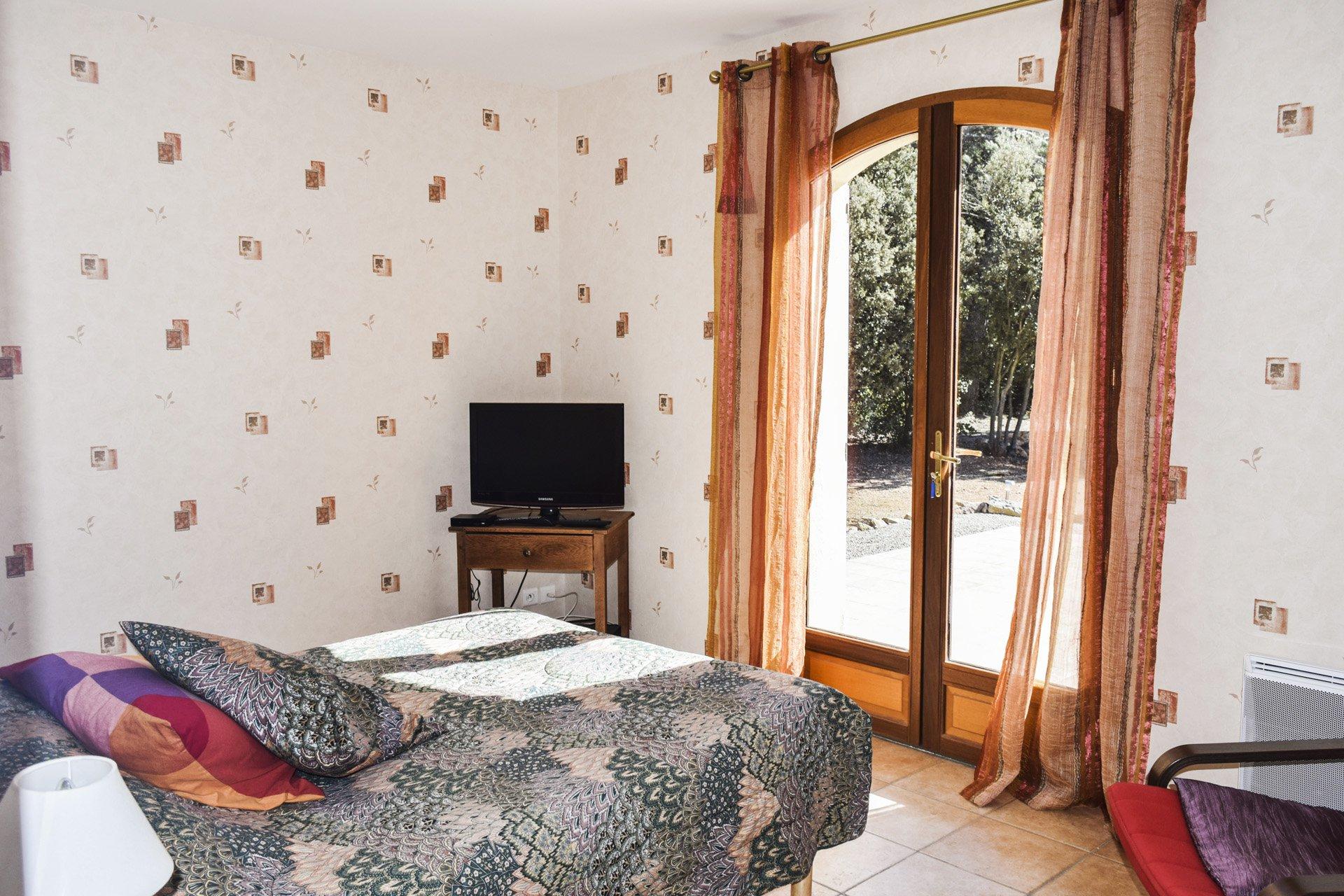 chambre 1 de la villa récente 5 chambres, piscine, appartement indépendant, moissac bellevue, var provence