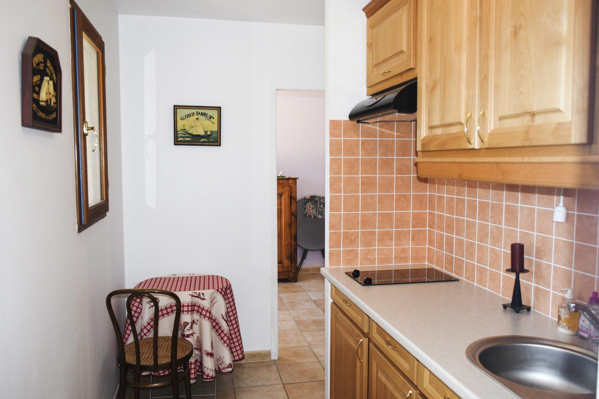 kitchenette appartement indépendant de la villa récente 5 chambres, piscine, appartement indépendant, moissac bellevue, var provence