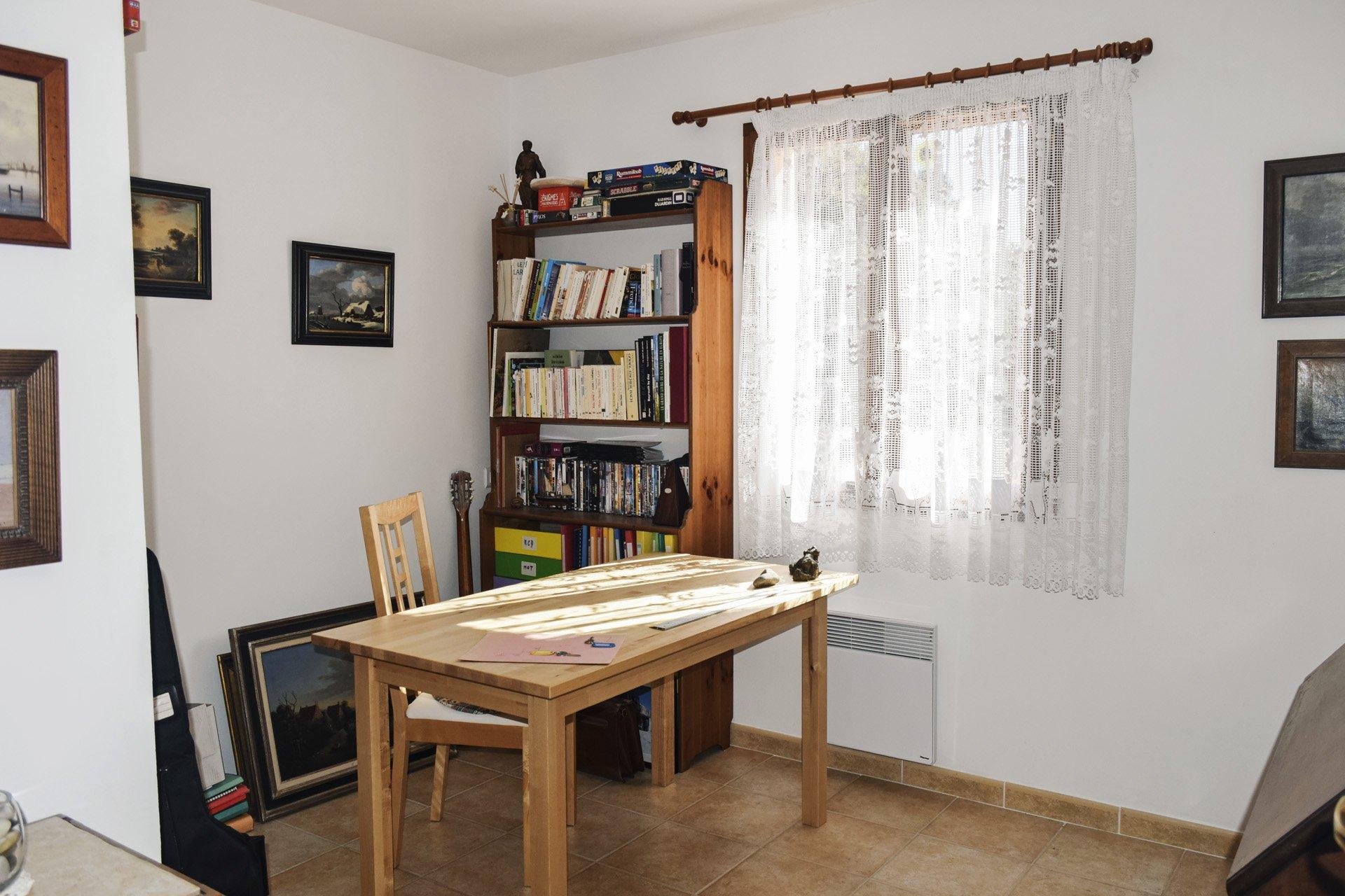 bureau de la villa récente 5 chambres, piscine, appartement indépendant, moissac bellevue, var provence