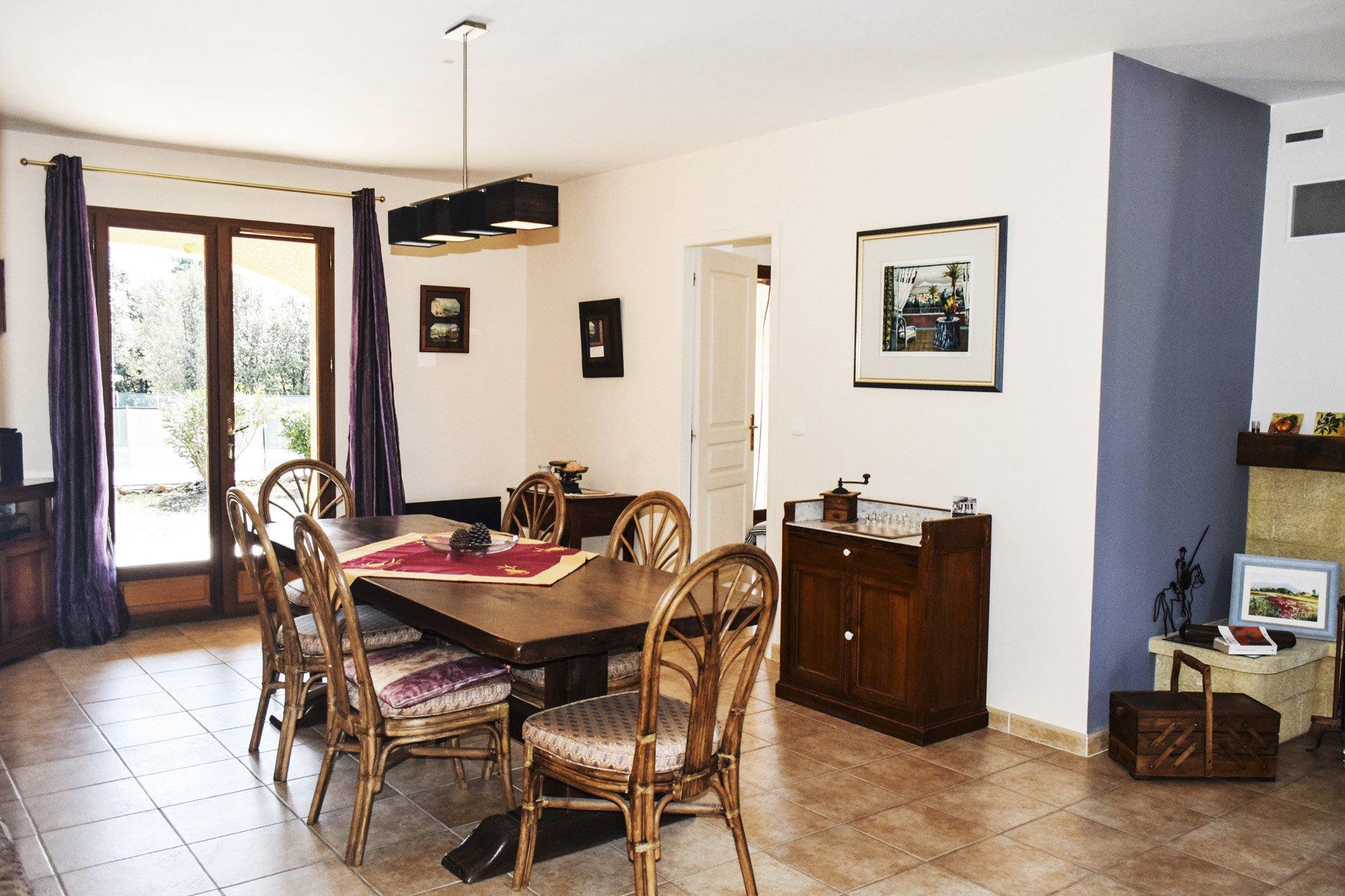 salle à manger de la villa récente 5 chambres, piscine, appartement indépendant, moissac bellevue, var provence