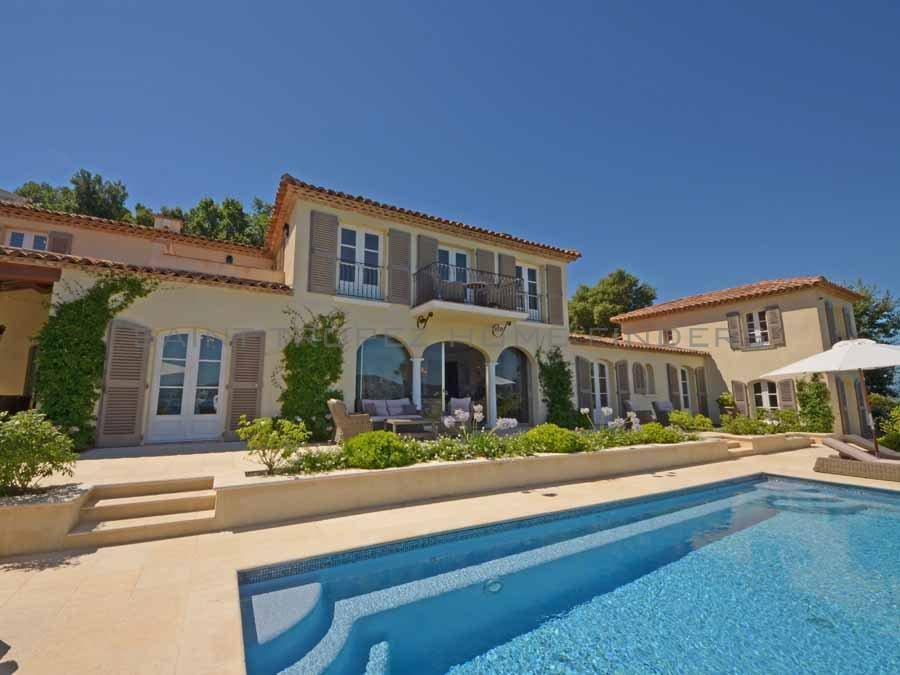 Property with panoramic sea view