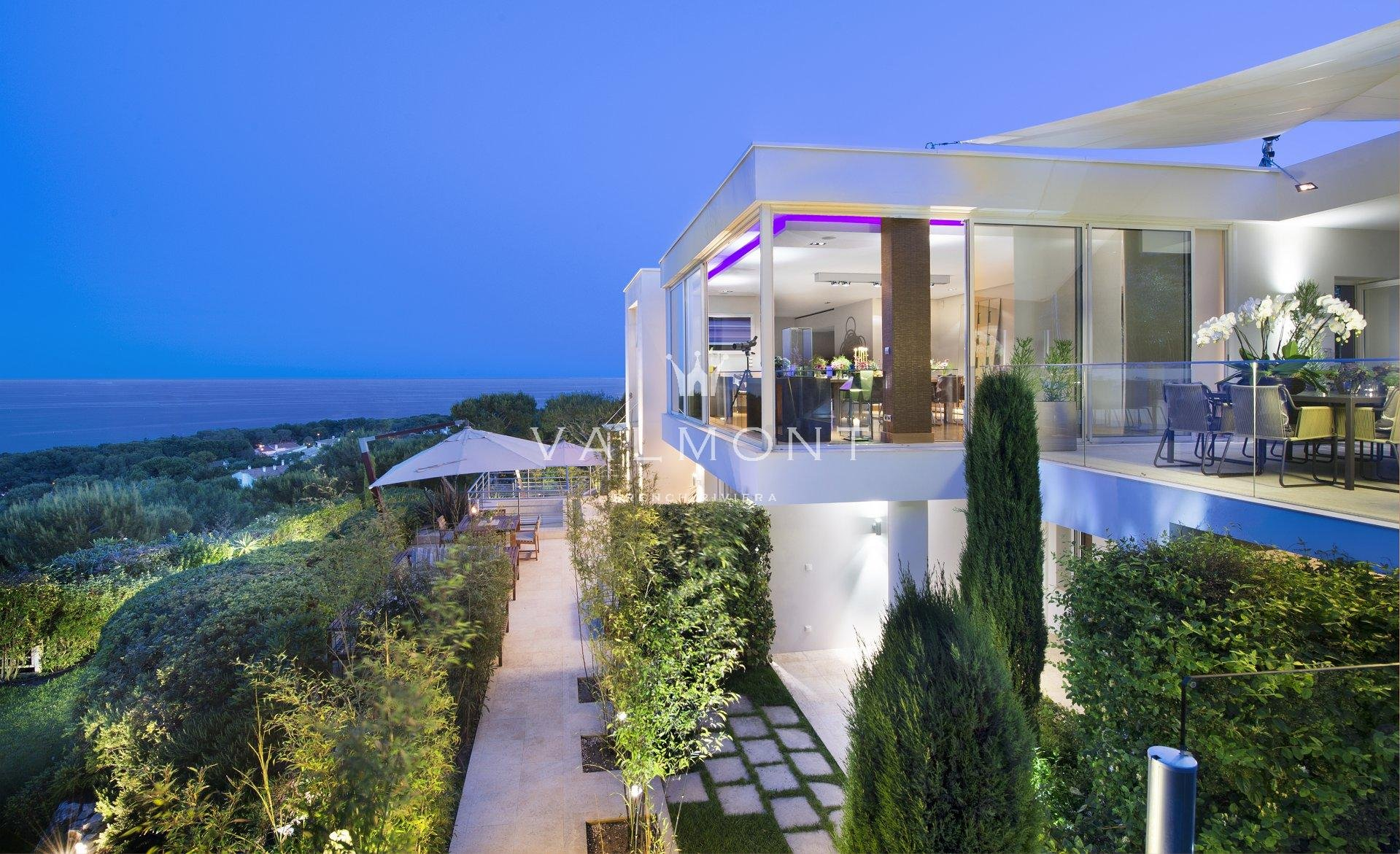 MODERN VILLA WITH UNINTERRUPTED SEA VIEWS