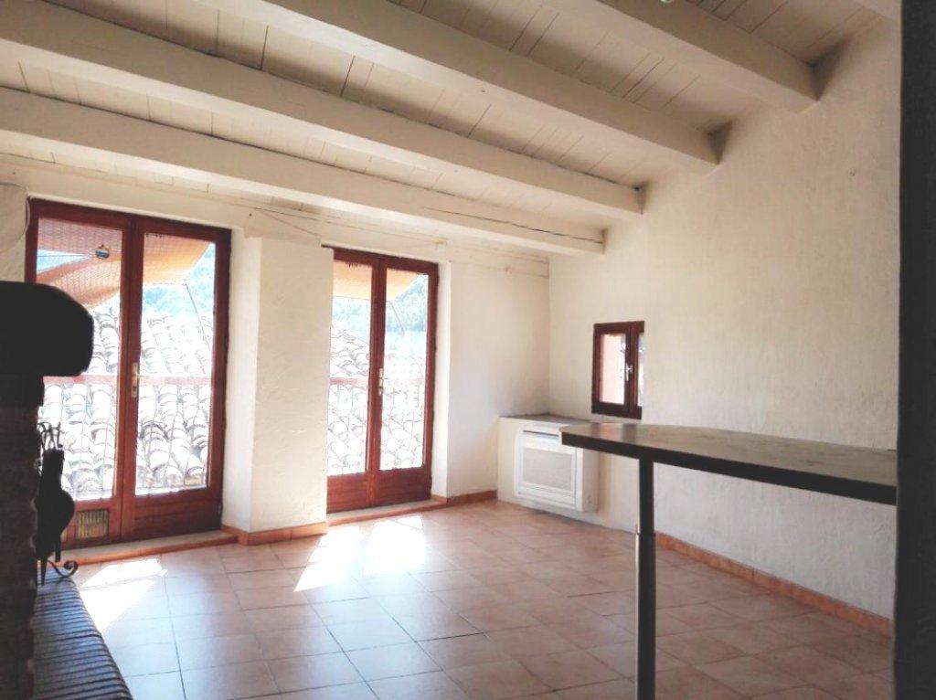 Belle maison ensoleillée de 83 m², en bon état.