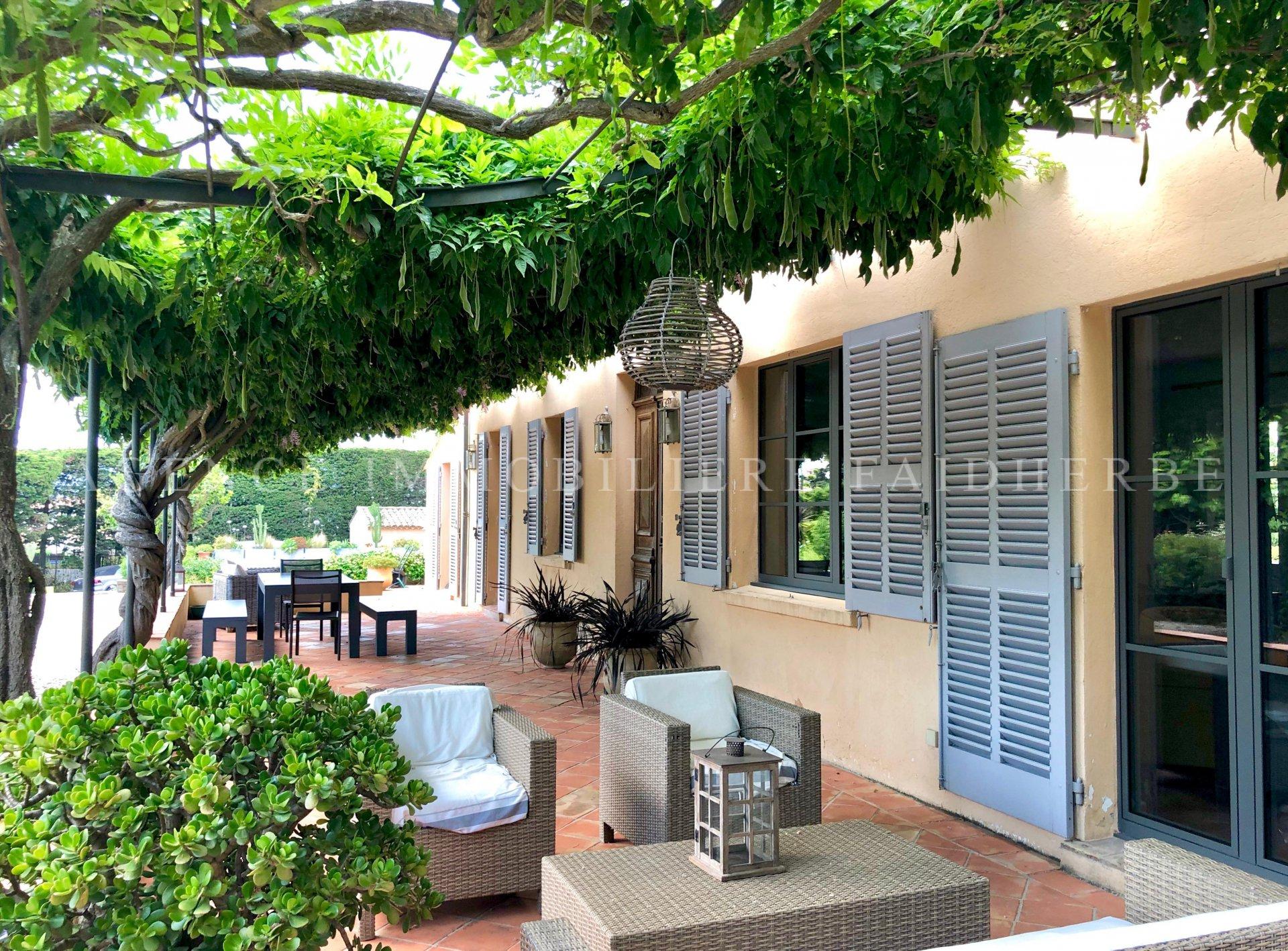 Villa mit Swimmingpool