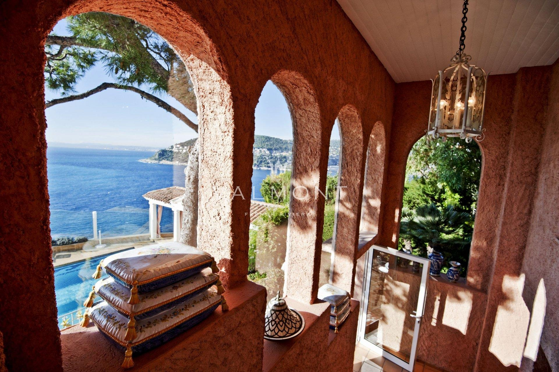 PROVENCAL CHARM FACING THE SEA