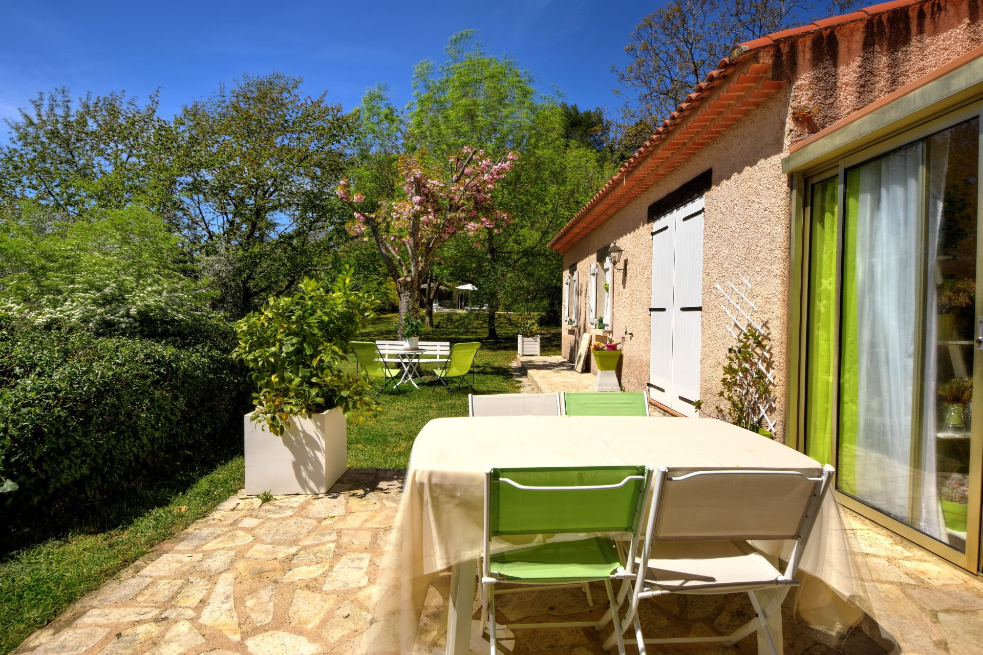 pleasant terrace, Salernes, Var Verdon