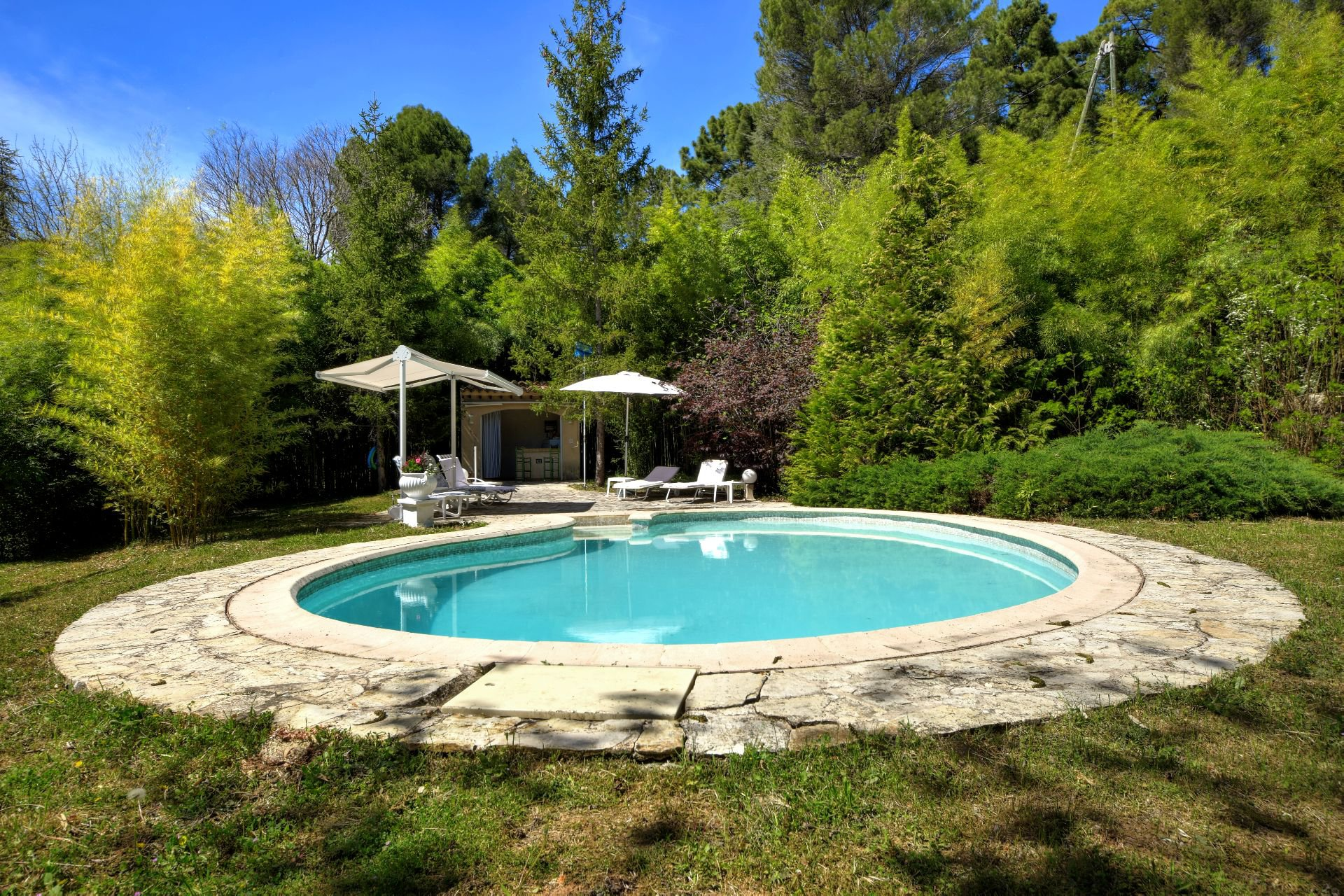 pool area with pool house, Salernes, Var Verdon