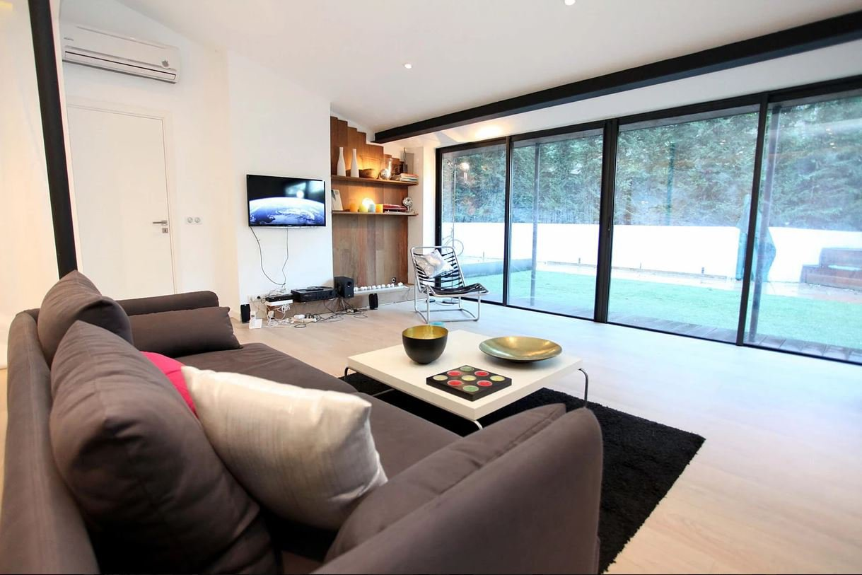 BEAUTIFUL MODERN VILLA ON ONE LEVEL-FOR CONGRES OR SEASONAL RENTAL