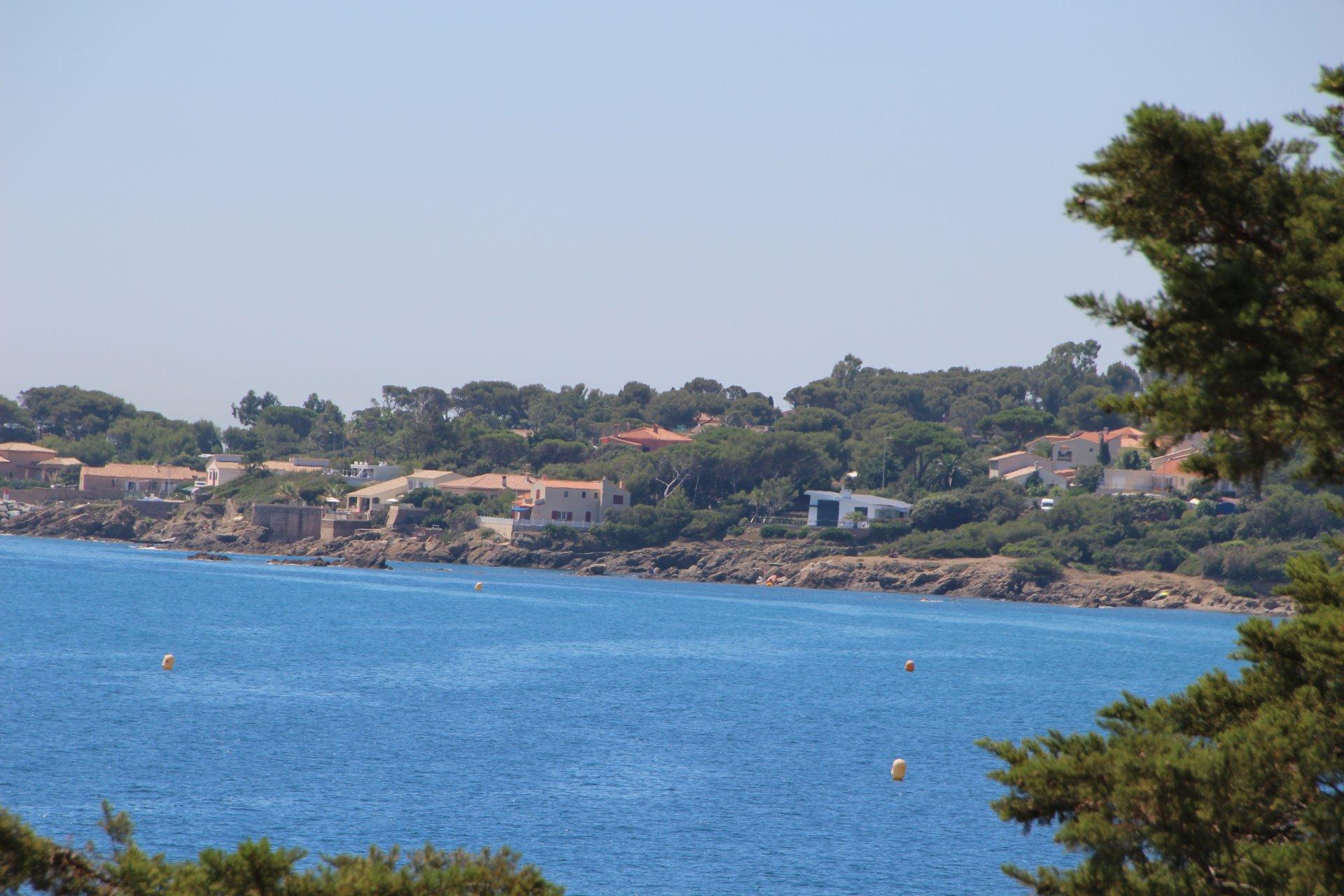 SEA VIEW VILLA AT SAINT AYGULF CLOSE TO THE BEACH