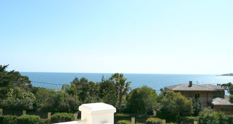 SEA VIEW VILLA AT SAINT AYGULF CLOSE TO THE BEACH