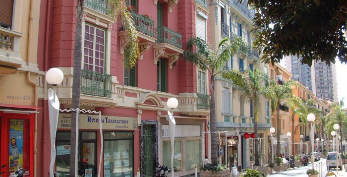 BEAUSOLEIL - French Riviera - 3 Bed top floor Apartment with sea view