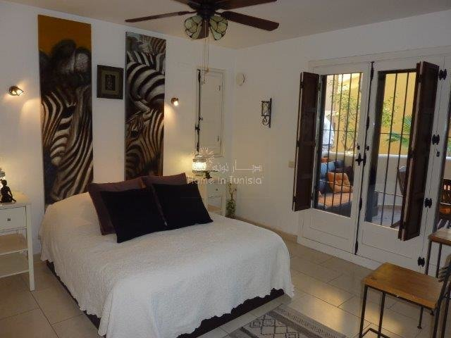 Spacieux appartement rez de chaussee meublé une chambre a 200 m de la mer