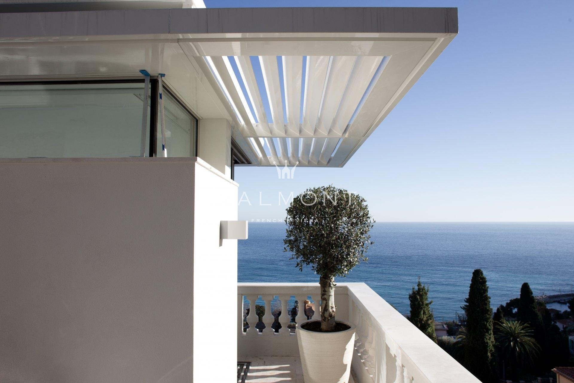 CONTEMPORARY VILLA CLOSE TO THE BEACHES