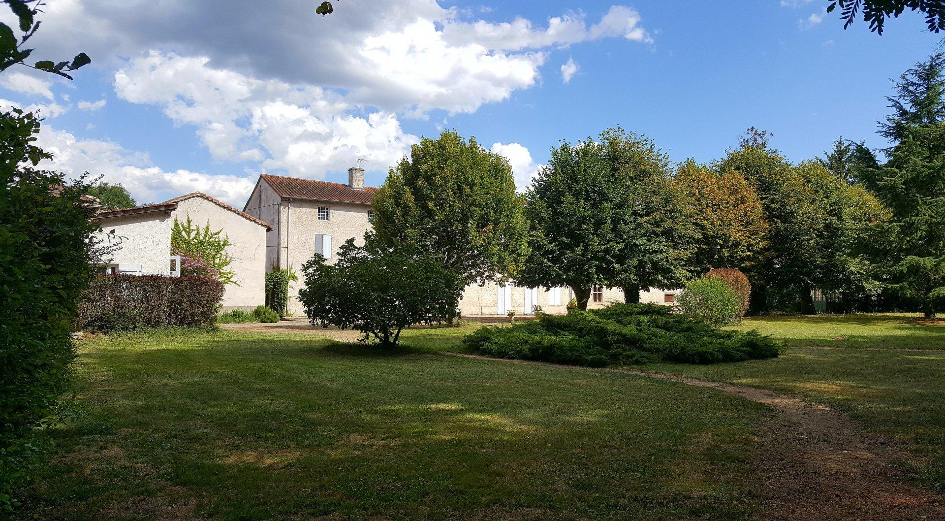 Maison de famille dans parc