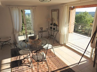 Fayence villa with panoramic views 500m from the village