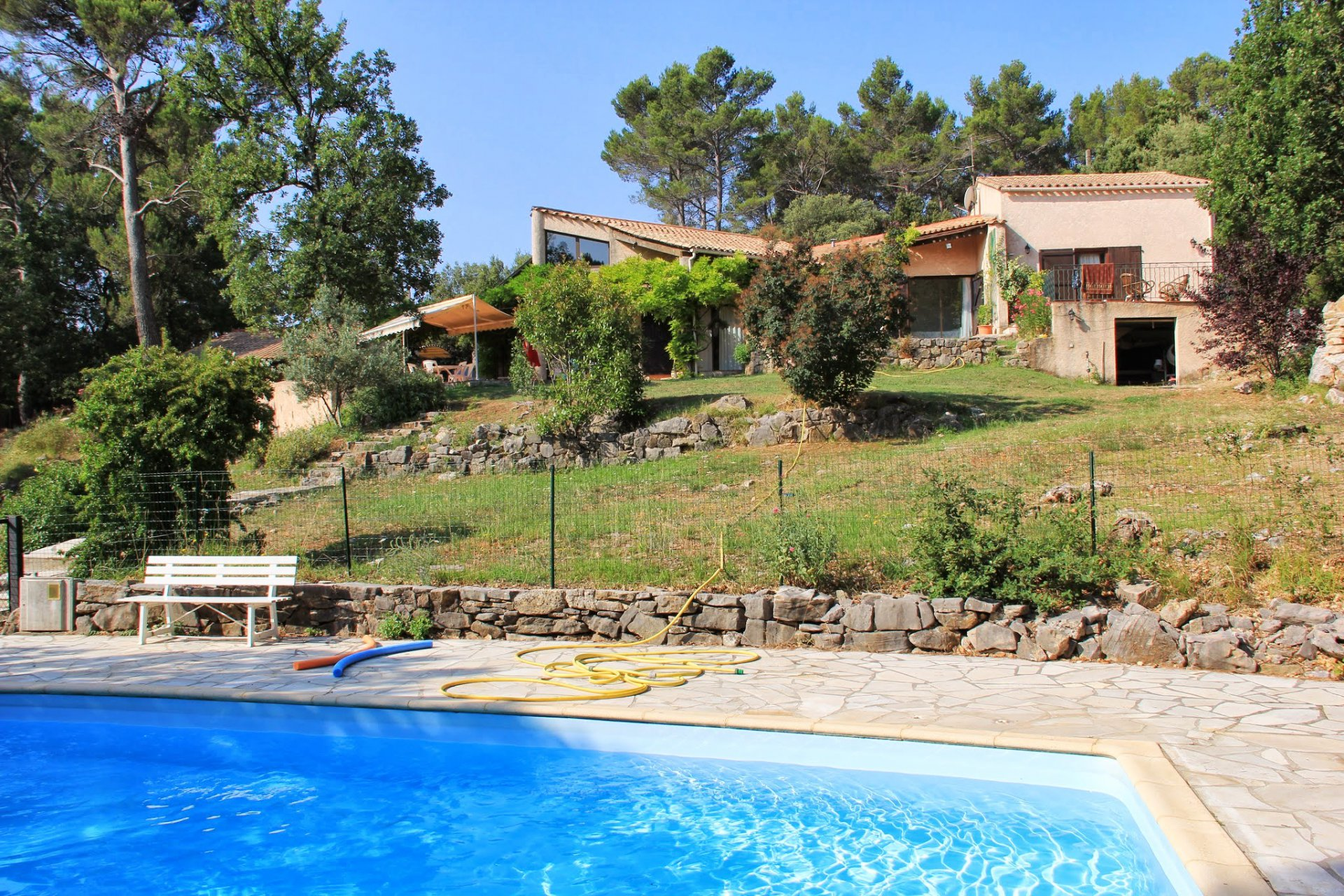 MODERN VILLA 170 m² SETS ON 1 H WIHT POOL AND TENNIS