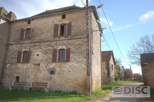 Partly-renovated manor house with barn, pigeonnier and garden.