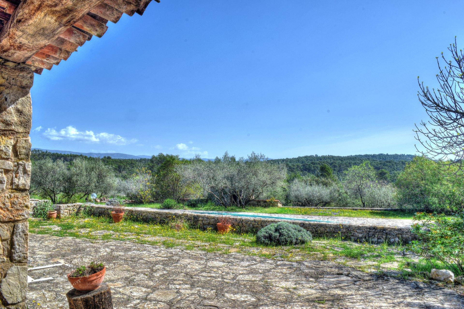 Superbe mas en pierres au milieu d'une oliveraie de 9Ha - Un coin de paradis - Salernes Var Provence