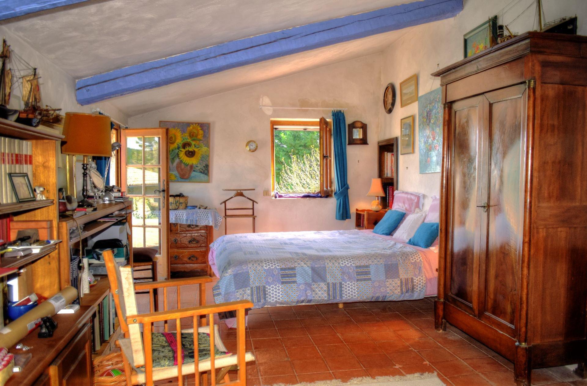 Superbe mas en pierres au milieu d'une oliveraie de 9Ha - Un coin de paradis - Salernes Var Provence chambre accès terrasse