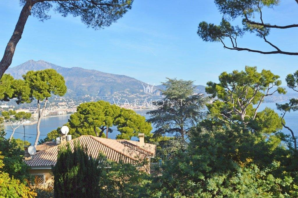 CONTEMPORARY VILLA IN THE HEART OF CAP MARTIN
