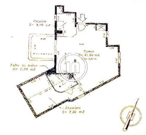 Vendu : Rare, appartement au dernier étage avec terrasse