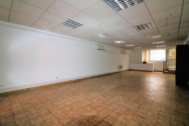 Bureau / Local - 67 m² entièrement rénové