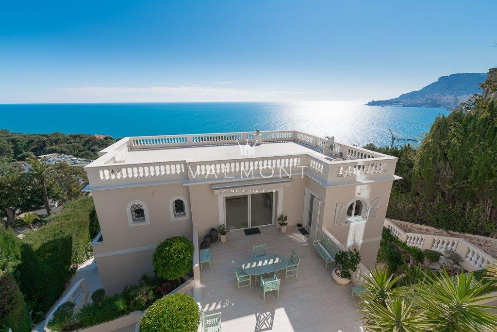 VILLA WITH VIEWS OVER THE SEA AND PRINCIPALITY IN ROQUEBRUNE CAP MARTIN