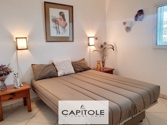For sale, Antibes Juan-les-Pins city center SOLE AGENT, 5 roomed top floor apartment, terrace, garage