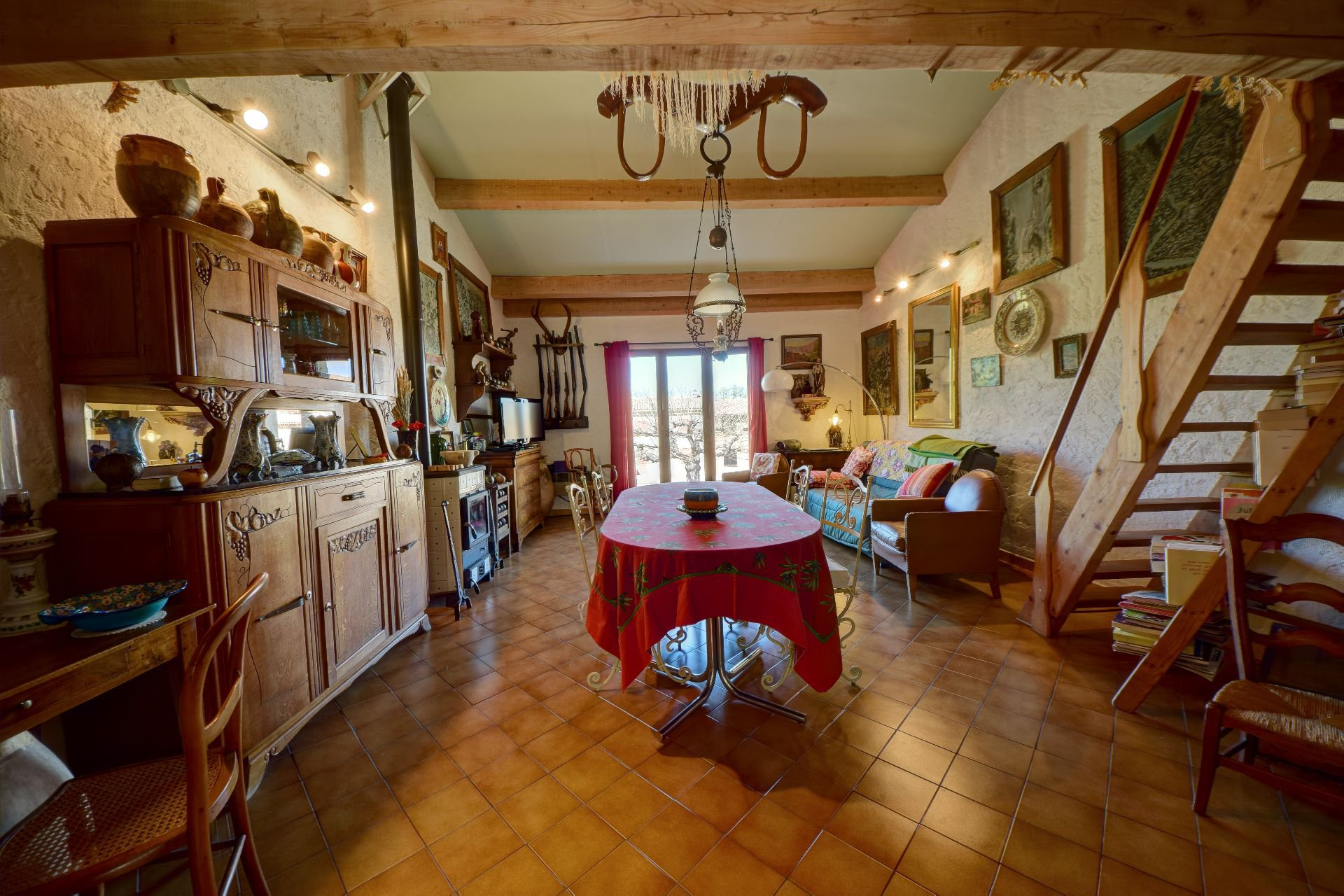 View lounge and mezzanine of the house 50 m² Aiguines, Var, Provence