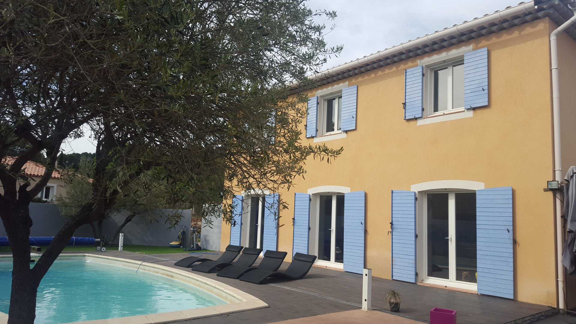 NICE 3 BEDROOM HOUSE AND SWIMMING POOL SETS ON 2364 M²