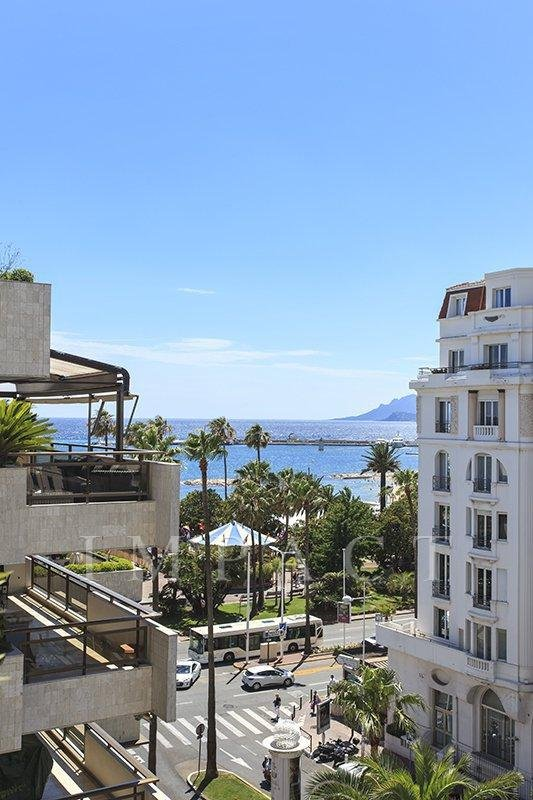 2 bedrooms apartment with terrace to rent in Cannes