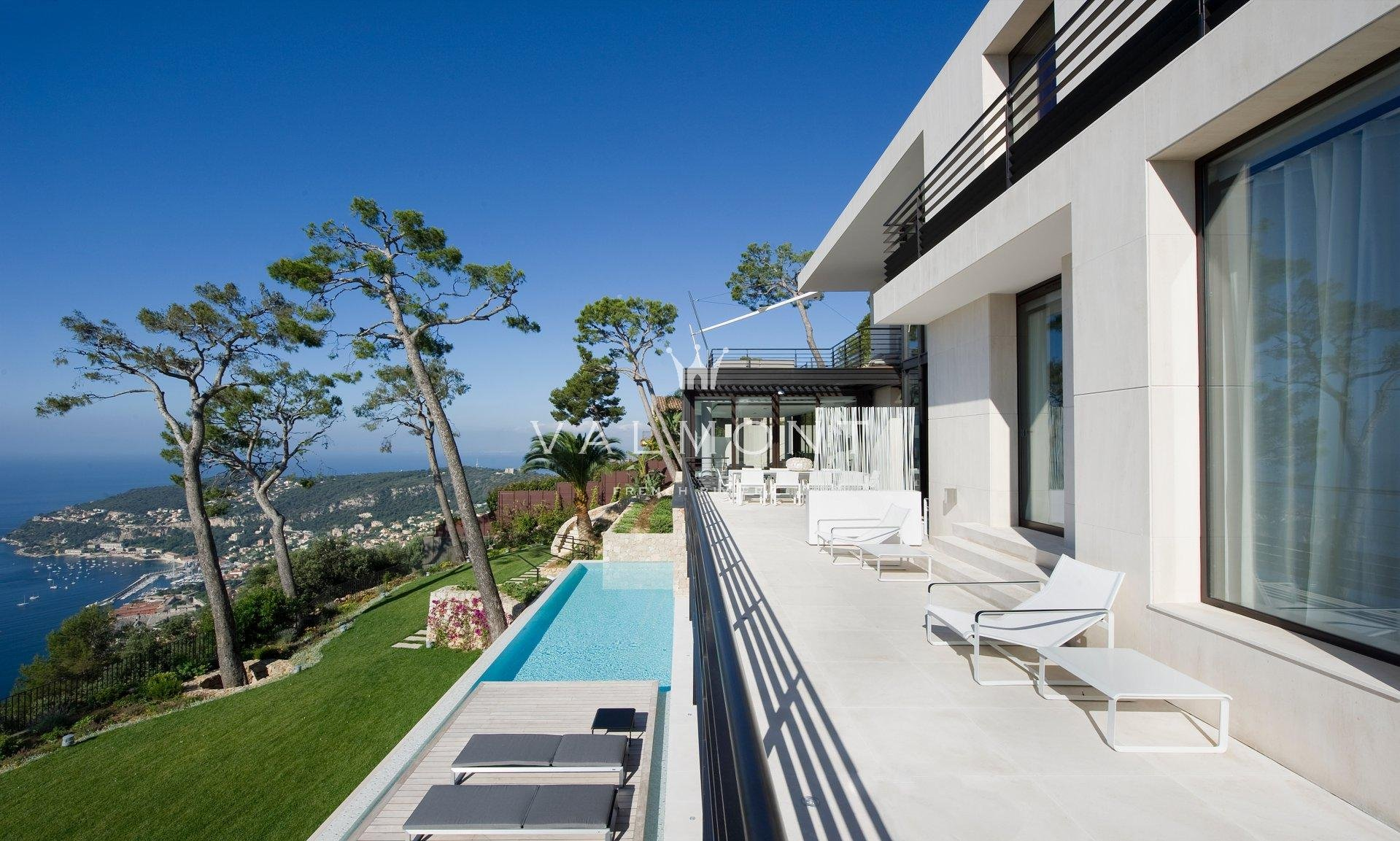 CONTEMPORARY DREAM WITH 180° SEA VIEW