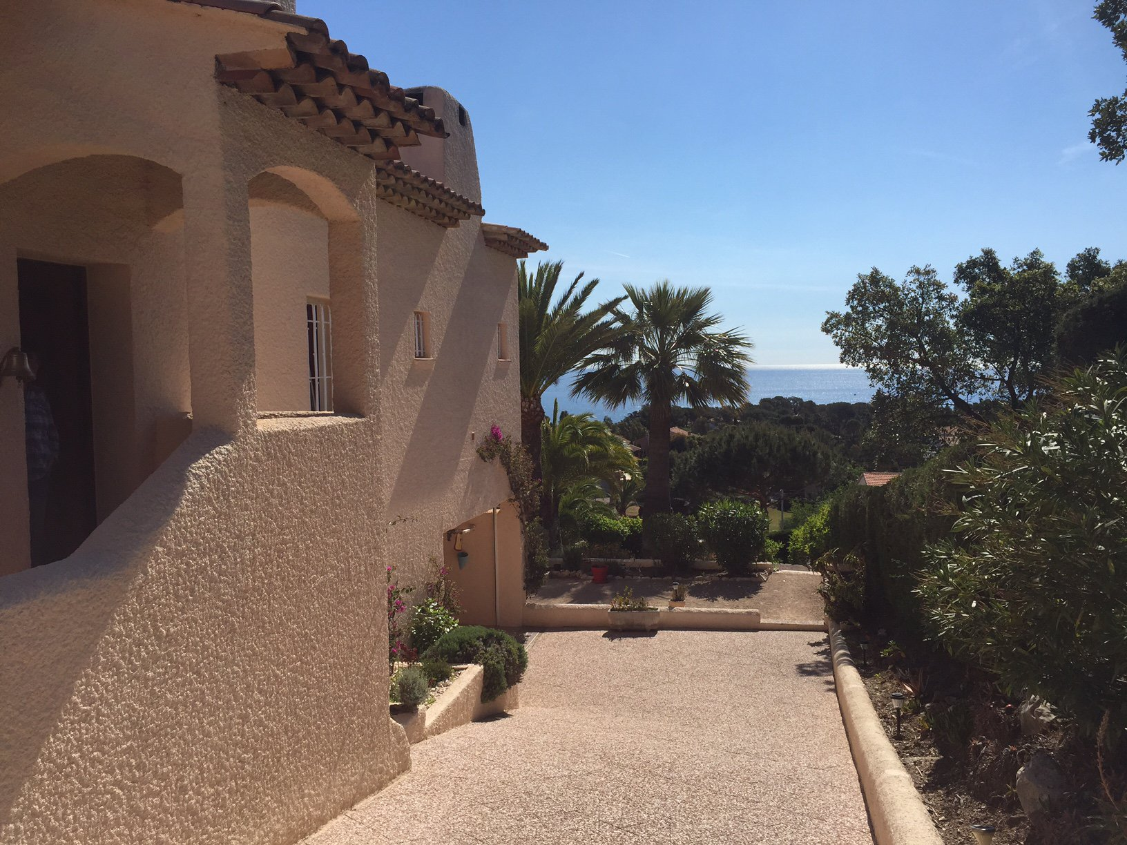 PROPERTY WITH PANORAMIC SEA VIEW IN SAINT AYGULF
