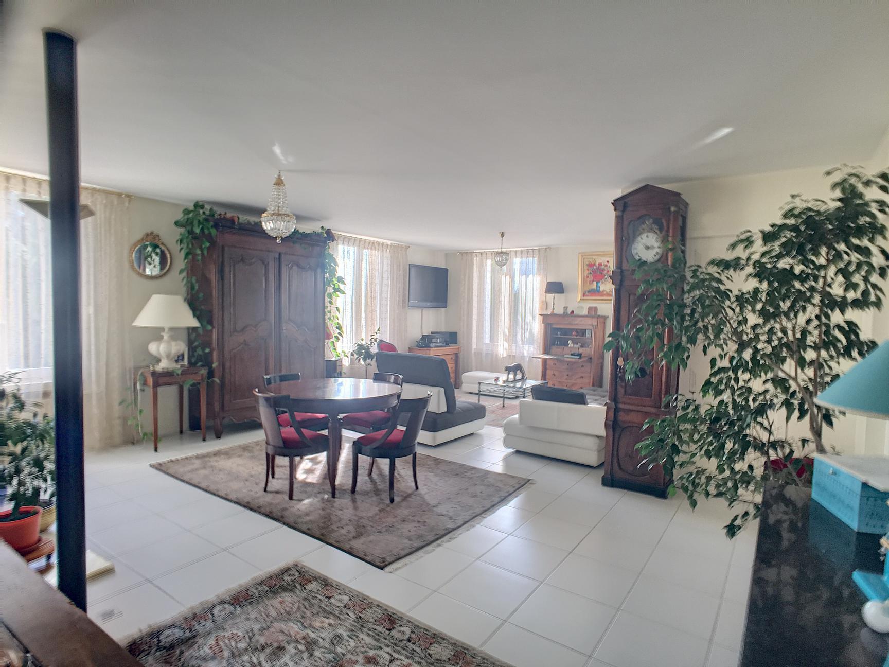 MONTAUD Appartement type F6 146M² avec jardin