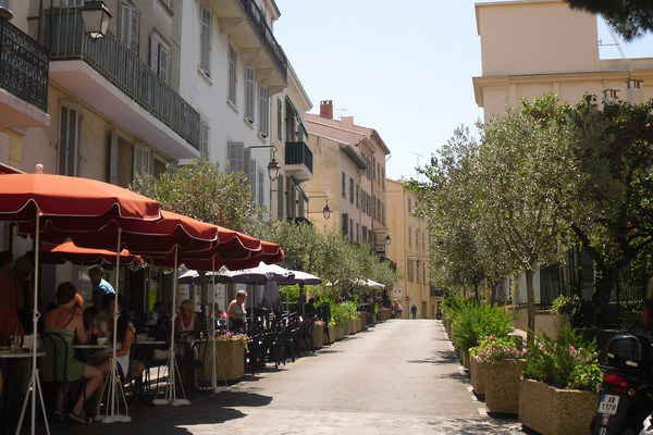 2 bedroom apartment with courtyard Cannes Suquet